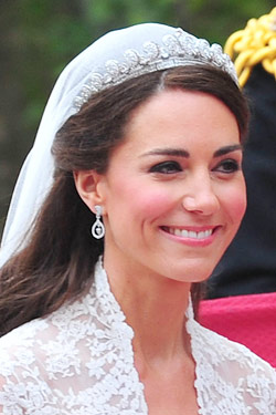 kate middleton royal wedding earrings diamond acorn robinson pelham