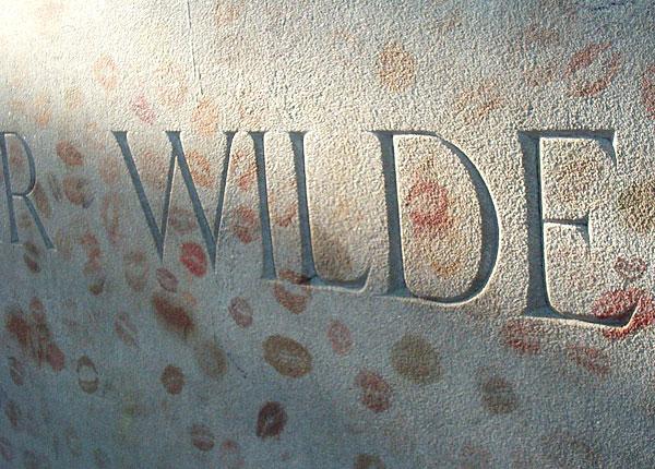 Oscar Wilde's lipstick covered grave