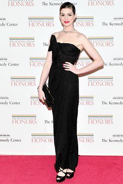 Anne Hathaway Giambattista Valli